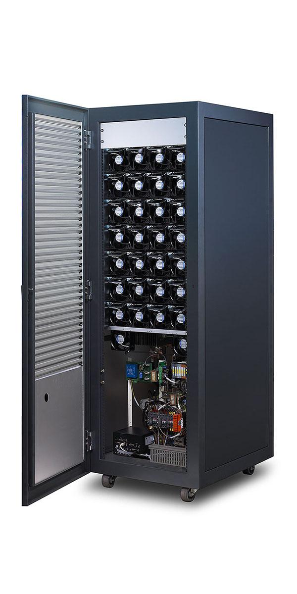 Digatron SCT, Testsystem für Superkondensatoren mit bis zu 2.000 Ampere, Einzelschrank geöffnet