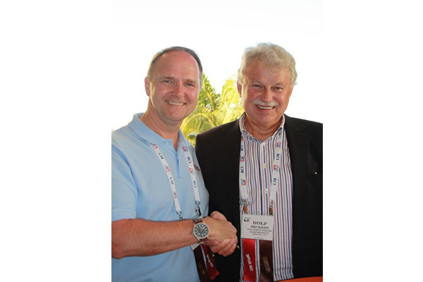 Rolf Beckers hands over the office of managing director to Kevin Campbell.
