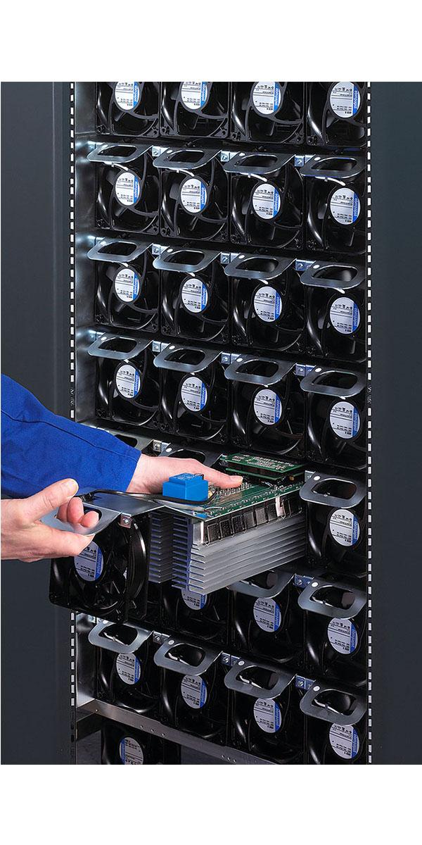 Digatron SCT, Testsystem f?r Superkondensatoren mit bis zu 2.000 Ampere, modularer Aufbau